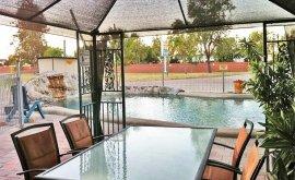 Boulder Opal Motor Inn facilities-bbq-and-pool